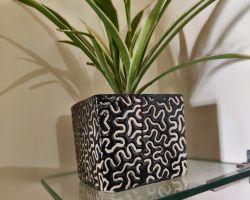 Ceramic plants pot black and white lining square pot