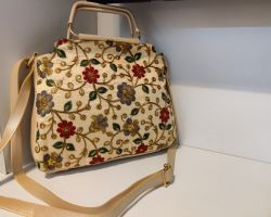Handbag with embroidery work trend